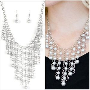STUN CONTROL SILVER NECKLACE/EARRING SET